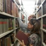 Büchersuche im Kellermagazin